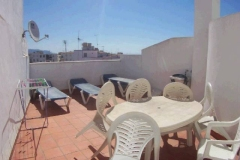 Abbeyvale - Private sun roof with loungers, tables and chairs